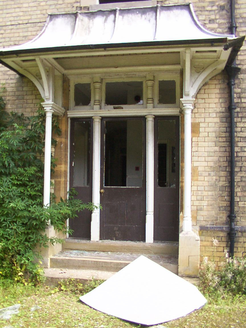 No glass in the door - Grenville's Ghosts have fled